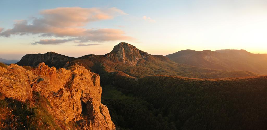 Le ultime luci del tramonto sul monte Penna