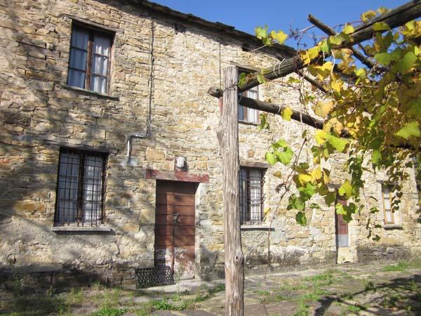 La pieve di casanova e il perduto castello di lacore trekking taro ceno - Castello di casanova elvo ...