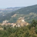 Il borgo di Case Vescovi e la chiesa
